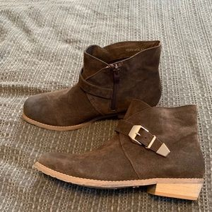 Very Volatile Boots Booties Brown Size 9